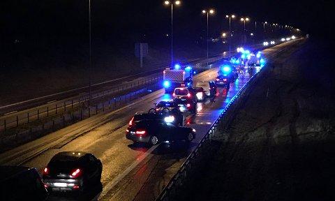 E6 er stengt etter trafikkulykken i Rygge fredag kveld. Også fredag ettermiddag var det en lignende trafikkulykke på E6.