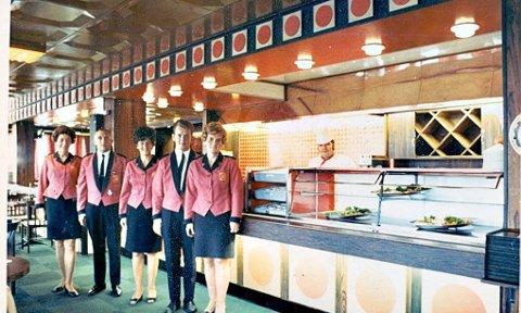 STILFULLT: Ved gjenåpningen av Rogers i 1972. Fra venstre: Ester Hemmingsen, Magne Johansen, Arnolda Jensen, Svein Steffensen, Ranveig Johansen og kokk Bjarne Michalsen.