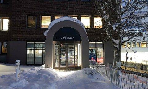 SELGES: Lokalene som huset Urmaker Jørgensen er nå lagt ut til salg. Foto: David Nyvoll.