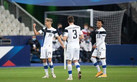 HELT: Onni Valakari ble helt i Finlands sensasjonelle 2-0-seier mot Frankrike i går. Den tidligere TIL-spilleren fastsatte sluttresultatet til 2-0 med sin vakre scoring en halvtime ut i kampen.