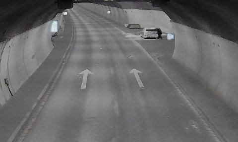 STOPPER: Her er et eksempel på en bil som har stoppet opp i tunnelen, som igjen får alarmen til å gå.