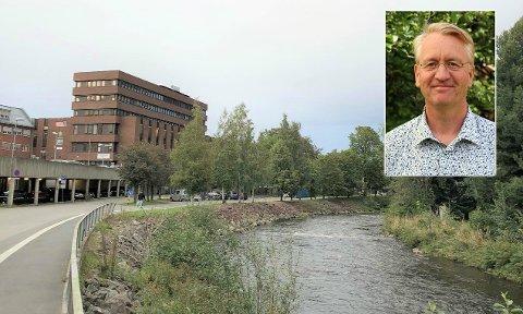 BYGGES: Farverikvartalet er planlagt utbygget til venstre i dette bildet. Arne Julsrud Berg (innfelt) er bekymret for hva det kan komme til å bety for Gjøvik gård (til høyre i bildet).