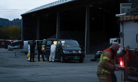 BRANT KRAFTIG: Det letes etter årsaken til brannen i Moelv sentrum der to menn ble funnet omkommet i ruinene. (Arkivbilde)