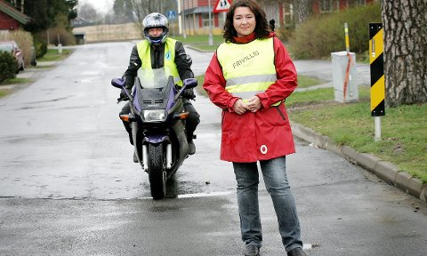 Natteravner: Leder i Ås frivilligsentral, håper mange vil melde seg som natteravn og har du motorsykkel er du spesielt interessant. foto: christine heim