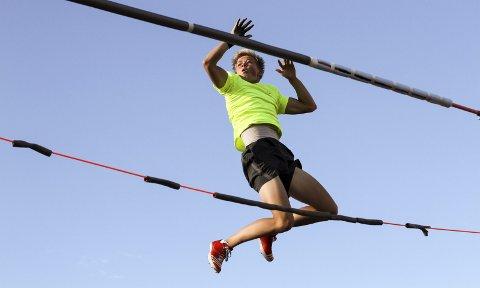 NY PERS: Sondre Guttormsen gikk over 5,20 i forrige uke. Det er femte best i verden i U18-klassen i år. Her fra trening tidligere i sommer.BEGGE FOTO: Atle Larsson