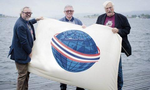 FORFATTERNE: Terje J. Eriksen (t.v.) sammen med de to andre forfatterne av historien om Velferdskontoret  for Handelsflåten: Roald Evensen og Bjørn Lødøen.