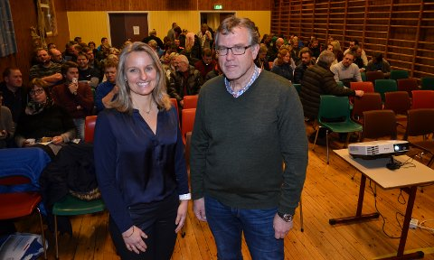OPTIMISTER: Willy Brandvold og Kristin Lund Enersen i styret for Søndre Elverum Idrettshall er mer optimistiske enn noen gang etter at det e rkommet inn 530.000 kroner på fire uker til hallen.