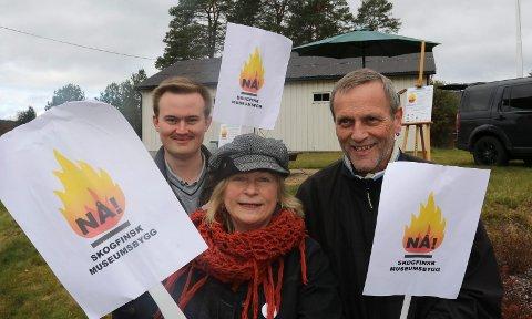 AKTIVE: Aksjonsgruppa har vært veldig aktiv. Fra venstre Oskar Aanmoen,  Inger Brita Ørmen og Trond Asle Jarsve under en aksjonsdag i Svullrya.
