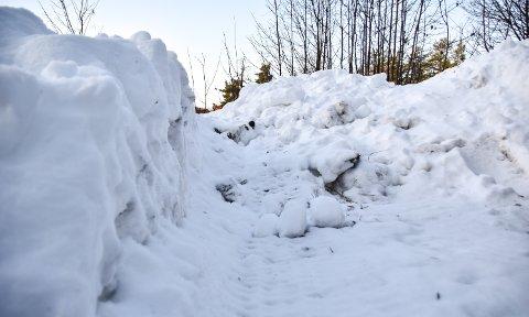 DEPONI: Vil du legge snø på annen manns grunn, bør du få tillatelse først. Illustrasjonsfoto: Nils Henning Vespestad