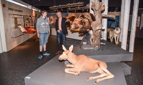 SAMSTEMTE: Både Ap-politiker Magnus Stenseth (til venstre) og museumssjef Stig Hoseth mener at Norsk Skogmuseum er et naturlig sted å legge det nye rovdyrsenteret.