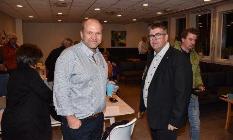 KABAL: Komitéleder Tor Kristian Godlien (til høyre) og grunnskolesjef Thorleif Skavern  jobber sammen om ny skolestruktur i Elverum