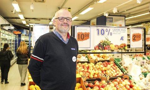 Bra med blest: Kjøpmann Tore Øyvind Lie på Rema på Borgheim er fornøyd med den siste uka og har opplevd få negative kunder. Foto: N. Blix