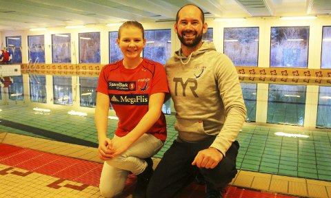 Mye trening i jula: Samantha Pepevnik og hennes trener Glenn G. Cudmore kommer til å tilbringe mange timer i svømmehallen på Heistad i jula.