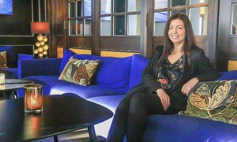 LUNSJ-VIBBER: Anja Merete Eriksen, hotelldirektør i Hotell Vic, mener konseptet med ettermiddagste passer godt innenfor det ærverdige hotellets fire vegger.