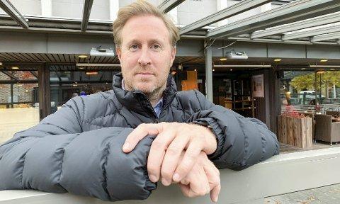 FORNØYD: Daniel Christensen på Jimmys er glad for at politikerne lyttet, og lar bransjen servere alkohol til maten igjen.