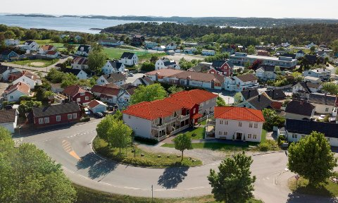 Slik ser boligprosjektet til Mustad Bygg ut på Lilletorget i Langesund. Det planlegges totalt 8 leiligheter i leilighetsbygg og 1 tomannsbolig. Parkeringskjelleren får utkjørsel til Bambleveien.