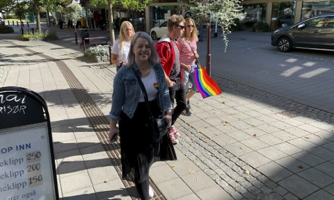 Pride: Gloheit stemning i Porsgrunns gater sist helg. Hele 19 pridere marsjerte for kjærlighet og mangfold. Foto: Knut Regnbuen