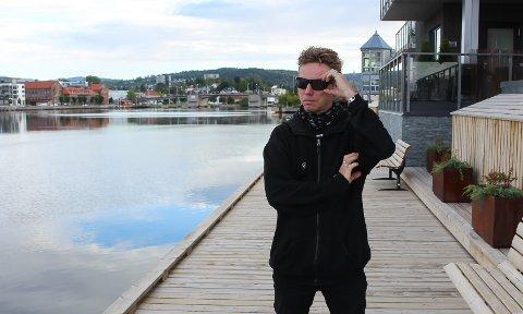 – Skal du kjøpe båt er greit på vite om båten passer til brygga, sier Berby. Nestleder i velet på Sandøya sier at billettprisene på ferga allerede er høye etter ny 15-prosentøkning.