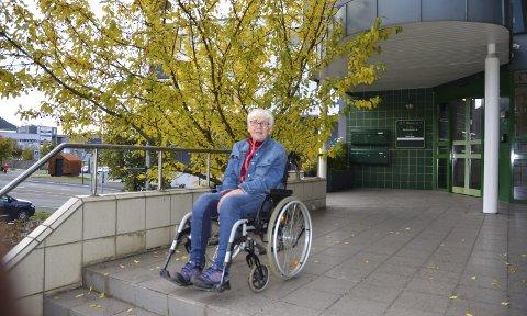 Ingen vei: Anne Grønning (70) føler hun stadig slåss for retten til behandling for smertene som gjør tilværelsen uutholdelig, men hun kommer ingen vei. – Jeg er uforskyldt i dette, sier hun fortvilt.
