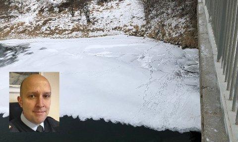 Bildet er av en is under Selforsbrua med mange spor. Frode Thomassen (innfelt) ber alle være påpasselig og unngå slike områder.
