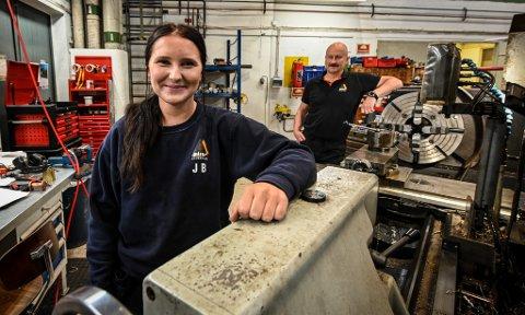 Johanne Bjørkan har fått fast jobb på Miras hydraulikk etter læretida.