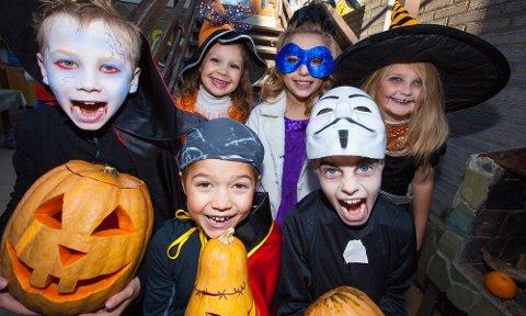 Klare til fest: Halloween påvirkes også av koronapandemien. Samtidig anser Folkehelseinstituttet smittefaren som liten. Vel å merke dersom smittevernrådene følges.