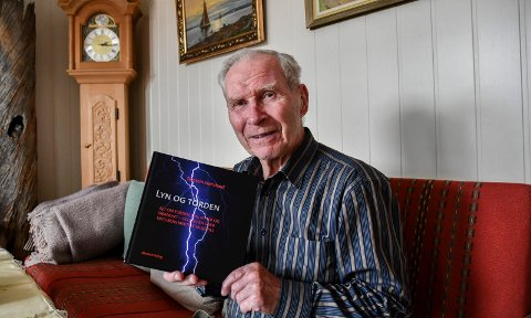 Sterk interesse: Selv om Torstein Hervland er pensjonert, klarer han ikke legge interessen om lyn og torden på hylla.
