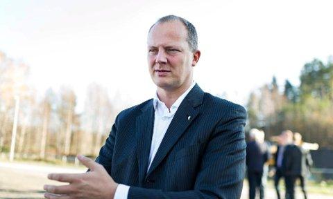 """Samferdselsminister Ketil Solvik-Olsen (FrP) åpner konferansen """"Tømmer og marked"""" på Sundvolden Hotel."""