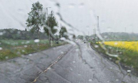 VÅT HELG: I Hønefoss er det meldt mest regn mellom klokken 14 og 18. Tidlig på kvelden ser det lettere ut, før det igjen skal regne en del i 22-23-tiden.