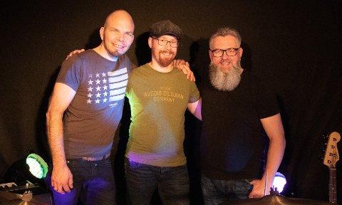 TAHP trio: Arne Ingvar Mosskull, Tarjei Grønvold og  Hans Petter Herføl er klare med konsert søndag.