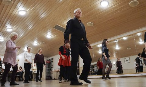 Dans: Cato Larsen har i mange år drevet kurs i linedance på Løvenstad. Nå starter han kurs på Jessheim. (Foto: Nina Skyrud)