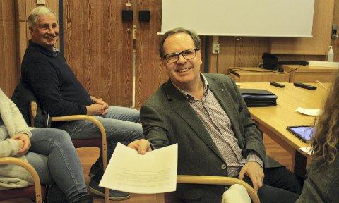 KUN I AVISEN: Skolesaken ble utsatt, men Arild Ramstad (H) passet på å gi forslaget til Romerikes Blads utsendte.