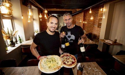 Thomas Alsgaard fra Nannestad har åpnet sin tredje restaurant. Restaurant LUDO og Cru vin og kjøkken ligger begge på Majorstua. Disse eier han sammen med James Maxwell-Stewart. Her tester de pizzaen på LUDO rett før restauranten åpnet. Alle foto: Tom Gustavsen