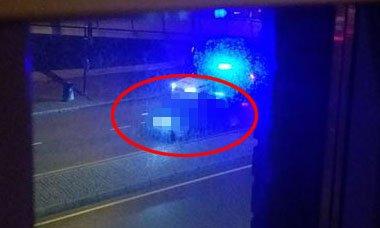 SJEKKET: Her har politiet stanset den aktuelle bilen i Lørenskog. FOTO: RB-TIPSER