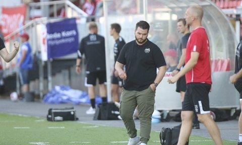 MISFORNØYD: Strømmen-trener Ole Martin Nesselquist likte ikke det han så av strømlingene offensivt.