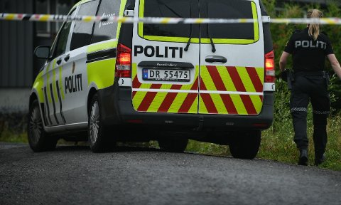 SPERRET AV: Eiendommen på Fjellhamar er sperret i forbindelse med en drapsetterforskning. En mann i slutten av 50-årene omkom etter en hendelse i området natt til søndag.