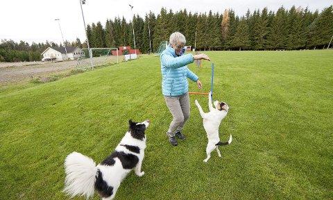 VOFF: Kari Helen Ågård i hundeklubben Voff mener at en hundepark vil være et svært godt tilbud, siden det er svært mange som har hund i Hurum.