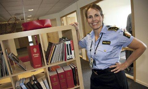 FORNØYD: Lensmann Sigrid Andreassen er svært fornøyd med at de har fjernet over 20 kilo med hasj og marihuana fra det lokale narkotikamarkedet.