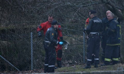 Politiet og brannvesenet fisket mandag kveld opp ti bilskilt fra Storånå.