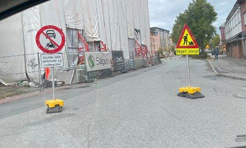 STENGT: Sandnes kommune har steng Langgata nord for gjennomkjøring fram til 30. april neste år. Nå vi de foreta en ny vurdering av stenging og det utelukkes ikke at gata kan bli gjenåpnet.
