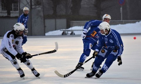 SBK tapte knepent med 1-2 borte mot Ready i den første kvartfinalekampen i NM-sluttspillet i bandy onsdag kveld. Dette bildet er fra sarpingenes seriekamp mot Mjøndalen 5. januar. (Foto: Kjetil A. Berg)