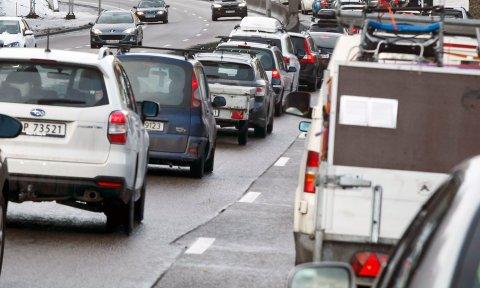 OSLO  20160221. Natt til søndag ble Ring3/E6 gjennom Brynstunnelen i Oslo stengt for trafikk som resulterer i enorme køer søndag ettermiddag. Det regnes med enda større køer i hele Oslo. Fra tidlig mandag morgen reduseres kapasiteten i rushtiden med 3.000 biler i timen gjennom tunnelen som er en av Oslos eldste.  Foto: Heiko Junge / NTB scanpix