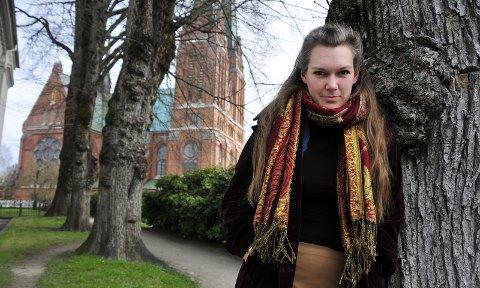 GRANSKER HJEMBYEN: Liv Kristin Holmberg har en personlig og lokal innfallsvinkel på kunstprosjektet hun presenterer på Telemark kunstsenter. FOTO: ANNE-LISE SURTEVJU