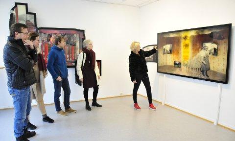 FOR ALLE: Hans–Petter Teigen, Gitte Susanne Hansen, Sondre Elvig, Ragnhild Ørvik og Trude Lyng diskuterer utstillingen til Svein Tråserud som for tida vises i Galleri Osebro.