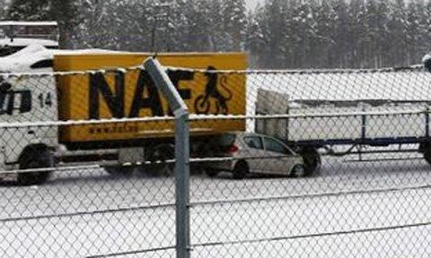 Konsekvensene kan bli store og dramatiske når hengeren på et vogntog treffer en personbil i 60 kilometer i timen. (Foto: NAF)