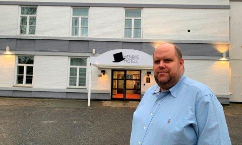 Bare finpussen gjenstår før Bendik Andreassen er klar til å ta i mot de første gjestene på Henriks Hotell. SE BILDER I RULLEN.