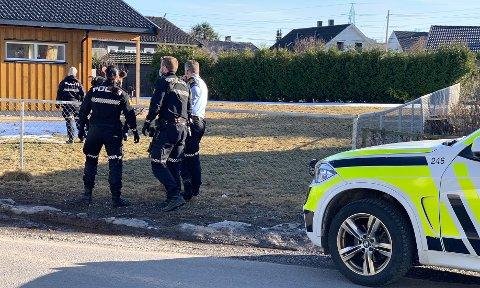 VÆPNET AKSJON: Tirsdag ettermiddag fikk politiet melding om at en mann gikk rundt med en stor kniv på Kjørbekk i Skien.