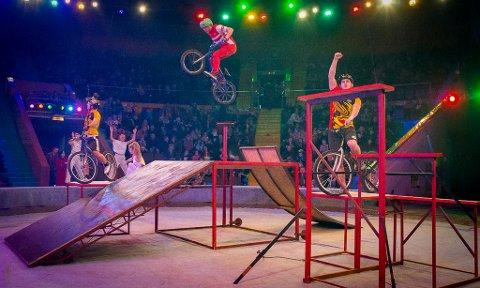 Sykkelstunt: Det blir Trial triks og BMX-flips når stuntsyklistene tråkker til i manesjen.