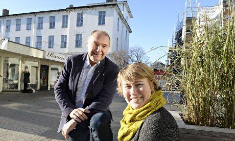 Er optimistisk: Både kultursjef Eigunn Stav Sætre og eiendomssjef Roald Røsand har tro på at det skal være mulig å få opp et godt opera- og kulturhus til 700 millioner kroner.