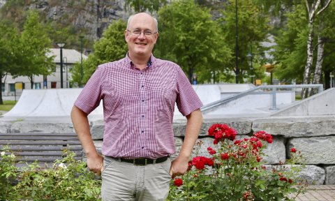 Hjelset: Ordfører Ståle Refstie ville valgt å møte opp på grunnsteinsnedleggelse på Hjelset om han hadde hatt anledning.